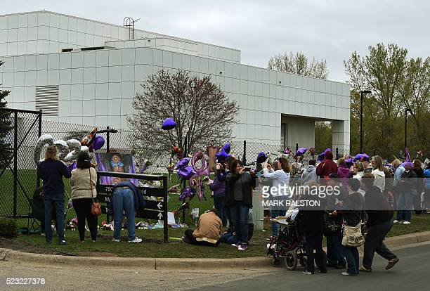 Prince fans pay their respects outside the Paisley Park compound in Minneapolis Minnesota on April 22 2016 Prince died April 21 2016 / AFP / Mark...