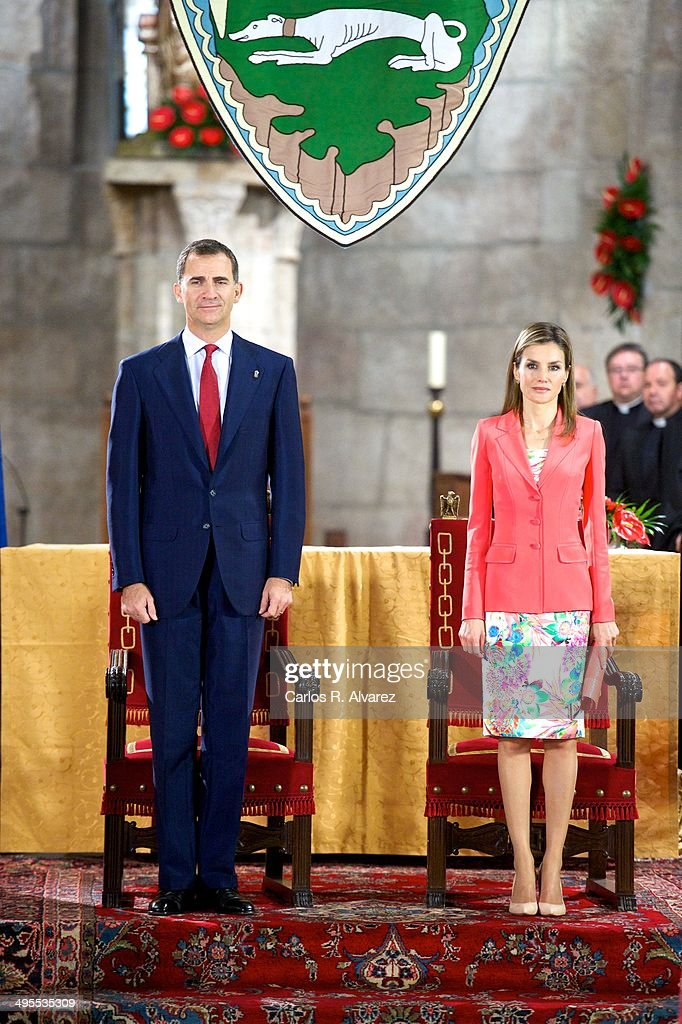 Prince Felipe of Spain and Princess <a gi-track='captionPersonalityLinkClicked' href=/galleries/search?phrase=Letizia+of+Spain&family=editorial&specificpeople=158373 ng-click='$event.stopPropagation()'>Letizia of Spain</a> appear for the first time since the announcement of King Juan Carlos of Spain abdication as they attend the 'Prince de Viana' award 2014 at the San Salvador de Leyre Monastery on June 4, 2014 in Navarra, Spain.
