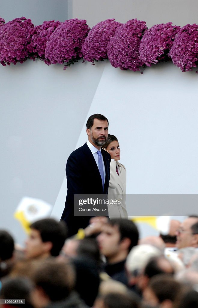 Prince Felipe of Spain (L) and Princess <a gi-track='captionPersonalityLinkClicked' href=/galleries/search?phrase=Letizia+of+Spain&family=editorial&specificpeople=158373 ng-click='$event.stopPropagation()'>Letizia of Spain</a> arrive to attend an open-air mass celebrated by Pope Benedict XVI in front of Santiago de Compostela Cathedral on Obradoiro square on November 6, 2010 in Santiago de Compostela, Spain. The Pope is on a two-day visit to Spain.