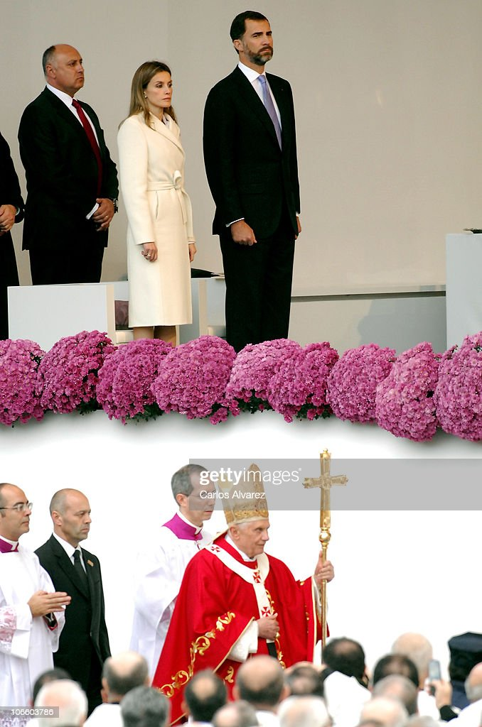 Prince Felipe of Spain (R) and Princess <a gi-track='captionPersonalityLinkClicked' href=/galleries/search?phrase=Letizia+of+Spain&family=editorial&specificpeople=158373 ng-click='$event.stopPropagation()'>Letizia of Spain</a> (C) arrive to attend an open-air mass celebrated by <a gi-track='captionPersonalityLinkClicked' href=/galleries/search?phrase=Pope+Benedict+XVI&family=editorial&specificpeople=201771 ng-click='$event.stopPropagation()'>Pope Benedict XVI</a> in front of Santiago de Compostela Cathedral on Obradoiro square on November 6, 2010 in Santiago de Compostela, Spain. The Pope is on a two-day visit to Spain.