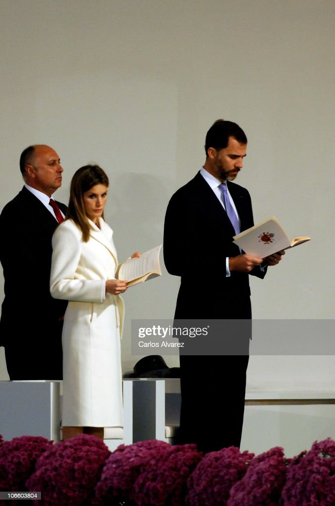 Prince Felipe of Spain (R) and Princess <a gi-track='captionPersonalityLinkClicked' href=/galleries/search?phrase=Letizia+of+Spain&family=editorial&specificpeople=158373 ng-click='$event.stopPropagation()'>Letizia of Spain</a> arrive to attend an open-air mass celebrated by Pope Benedict XVI in front of Santiago de Compostela Cathedral on Obradoiro square on November 6, 2010 in Santiago de Compostela, Spain. The Pope is on a two-day visit to Spain.