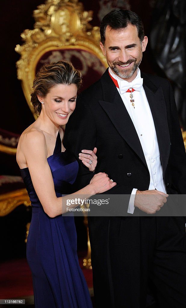 Prince Felipe of Spain (R) and Princess Letizia of Spain attend the Gala Dinner in honour of the Emir of the State of Qatar and Sheikha Mozah Bint Nasser at The Royal Palace on April 25, 2011 in Madrid, Spain.