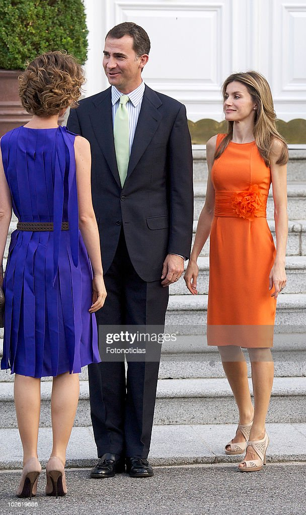 Prince Felipe of Spain (C) and Princess <a gi-track='captionPersonalityLinkClicked' href=/galleries/search?phrase=Letizia+of+Spain&family=editorial&specificpeople=158373 ng-click='$event.stopPropagation()'>Letizia of Spain</a> (R) receive Asma al-Assad (L) at Zarzuela Palace on July 4, 2010 in Madrid, Spain.