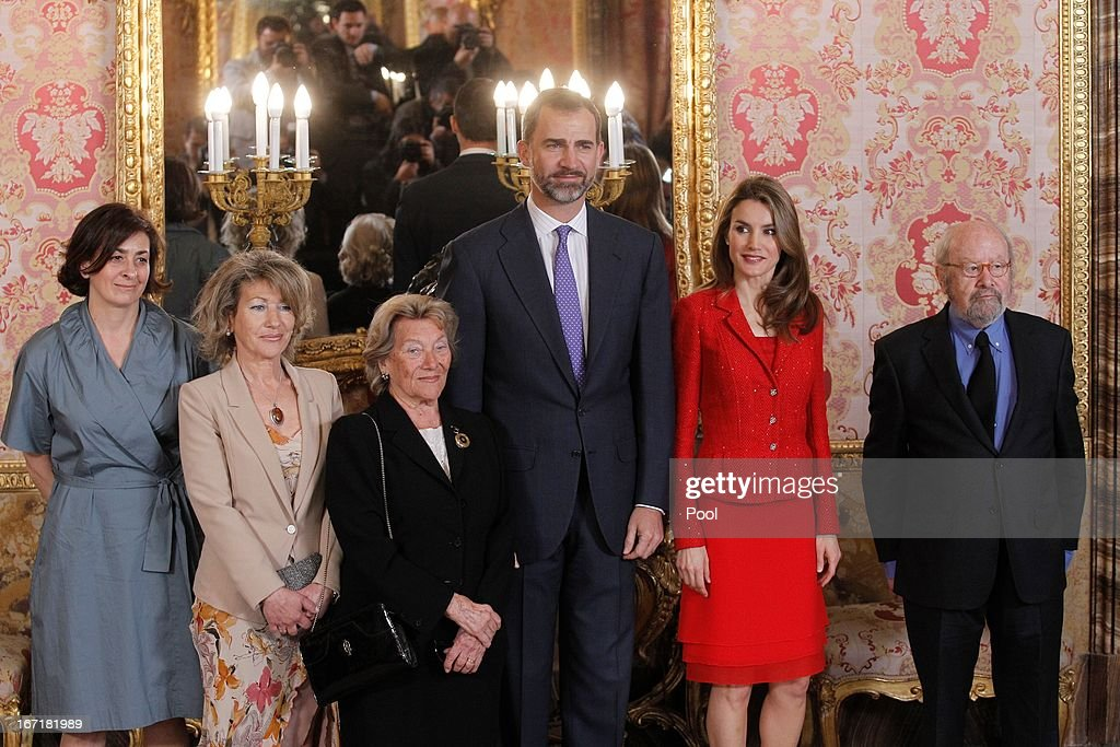 Prince Felipe of Spain (C) and Princess <a gi-track='captionPersonalityLinkClicked' href=/galleries/search?phrase=Letizia+of+Spain&family=editorial&specificpeople=158373 ng-click='$event.stopPropagation()'>Letizia of Spain</a> (2R) receive Spanish author Jose Manuel Caballero Bonald (R) and his family for a lunch at the '2013 Cervantes Award' at the Royal Palace on April 22, 2013 in Madrid, Spain.