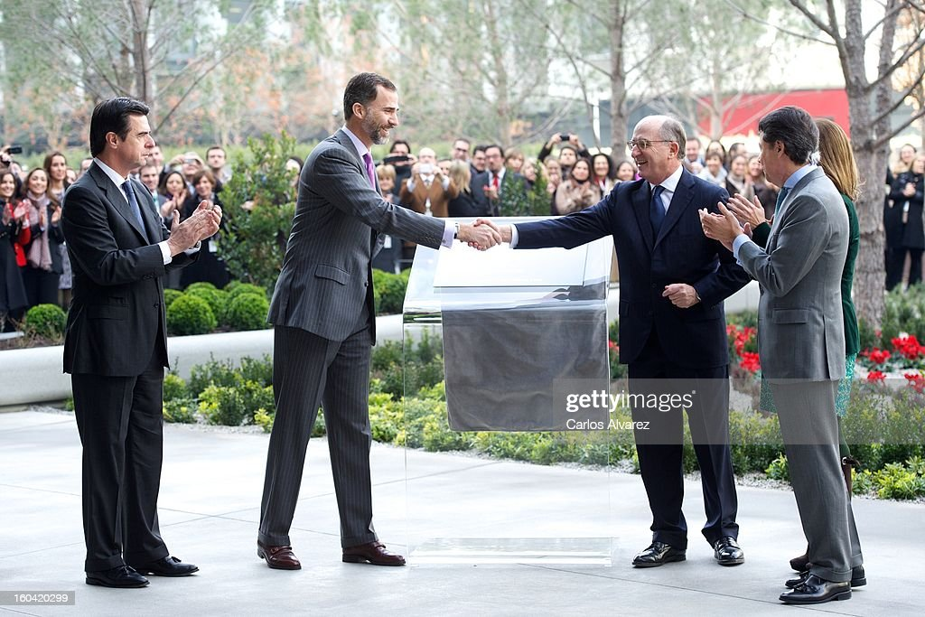 Prince Felipe of Spain (2L) and Repsol President Antonio Brufau (R) during their visit to the new Repsol Headquarters on January 31, 2013 in Madrid, Spain.