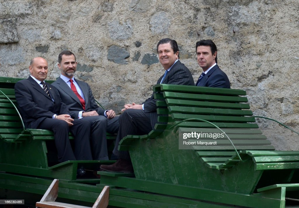 Prince Felipe of Spain (2ndL) and Spanish Minister of Industry <a gi-track='captionPersonalityLinkClicked' href=/galleries/search?phrase=Jose+Manuel+Soria&family=editorial&specificpeople=6405496 ng-click='$event.stopPropagation()'>Jose Manuel Soria</a> (R) visit Catalonian hydroelectricity stations on April 10, 2013 in Lleida, Spain.