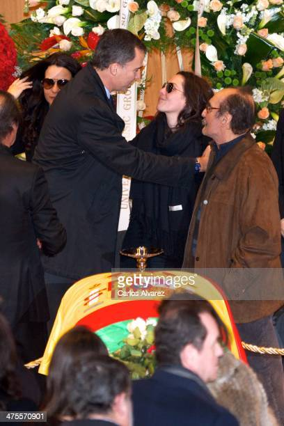 Prince Felipe of Spain pays his respects to Spanish singer Malu niece of Spanish Flamenco guitarist Paco de Lucia as his body lies in state at the...