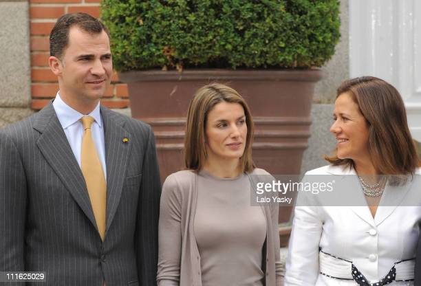 Prince Felipe of Spain Princess Letizia of Spain and Margarita Zavala Calderon pose for photographers before lunch at Zarzuela Palace on June 11 2008...