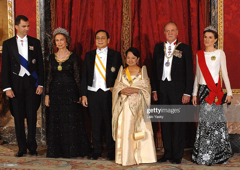 Prince Felipe, Queen Sofia, The Philippines President husband Jose Miguel Arroyo, The Philippines President Gloria Macapagal, King Juan Carlos and Princess Letizia pose for photographers at the Gala Dinner in honour of the President of The Philippines and her husband, at the Royal Palace on December 3, 2007 in Madrid, Spain