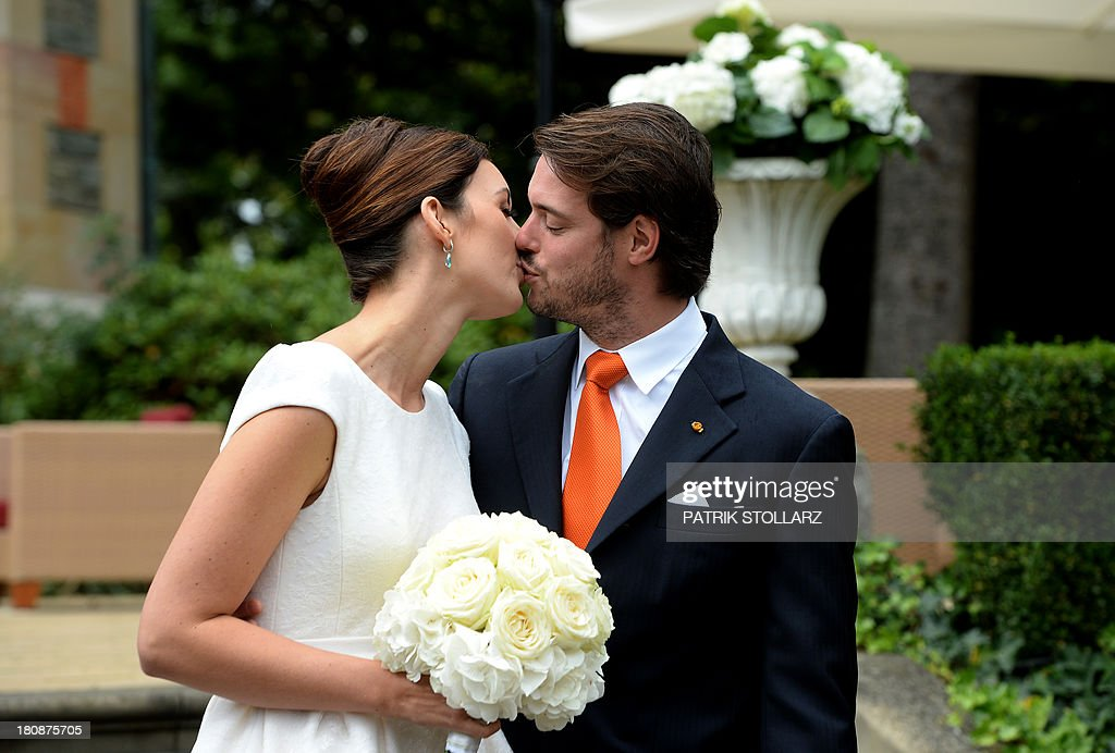 prince-felix-of-luxembourg-and-german-student-claire-lademacher-kiss-picture-id180875705