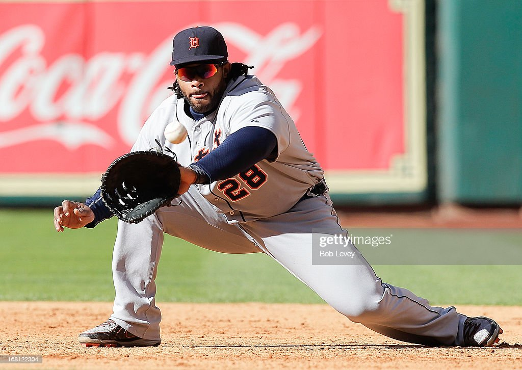 <a gi-track='captionPersonalityLinkClicked' href=/galleries/search?phrase=Prince+Fielder&family=editorial&specificpeople=209392 ng-click='$event.stopPropagation()'>Prince Fielder</a> #28 of the Detroit Tigers catches a line drive off the bat of Robbie Grossman #19 of the Houston Astros in the sixth inning to double off Marwin Gonzalez of the Houston Astros at Minute Maid Park on May 5, 2013 in Houston, Texas.