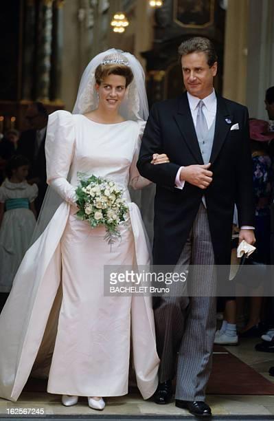 Prince Gundakar Of Liechtenstein Marries Marie D'Orleans Friedrichshafen Juillet 1989 Lors de leur mariage le Prince GUNDAKAR DE LIECHTENSTEIN tenant...