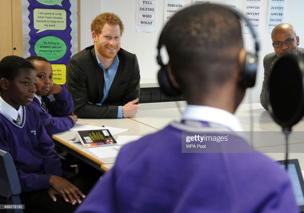prince-harry-attends-a-lyrical-writing-class-during-a-meeting-with-picture-id633273132