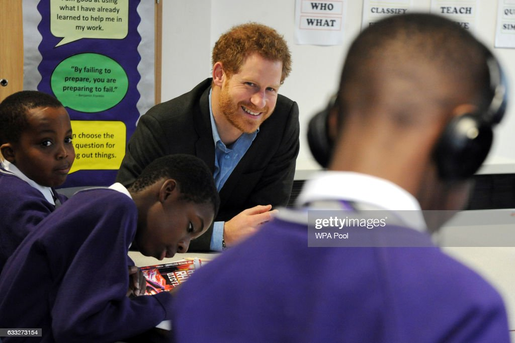 prince-harry-attends-a-lyrical-writing-class-during-a-meeting-with-picture-id633273154