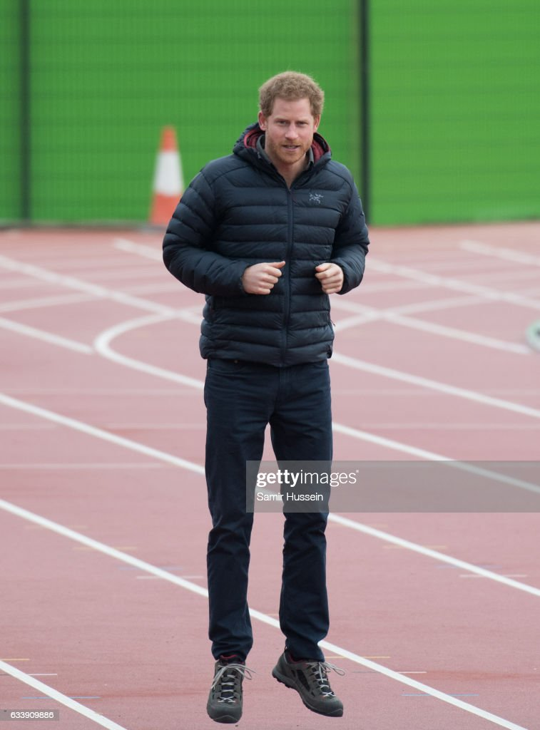 prince-harry-attends-a-training-day-for-the-heads-together-team-for-picture-id633909886