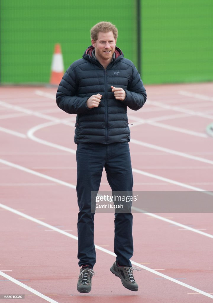 prince-harry-attends-a-training-day-for-the-heads-together-team-for-picture-id633910030