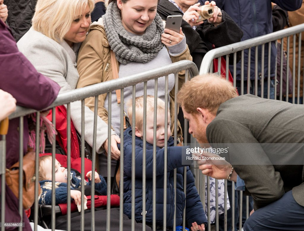 prince-harry-chats-with-children-as-he-arrives-for-an-official-visit-picture-id633288022