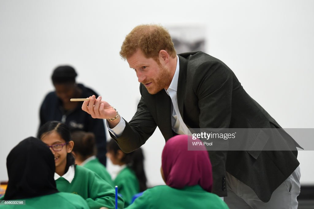prince-harry-meets-pupils-on-the-yes-you-can-personal-development-picture-id656033296
