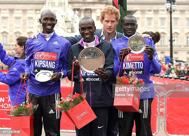 Prince Harry poses with Eliud Kipchoge winner of the mens Elite race with 2nd place Wilson Kipsang and 3rd place Dennis Kimetto during the London...