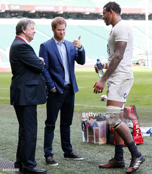 prince-harry-speaks-with-england-player-courtney-lawes-and-ian-richie-picture-id642314456
