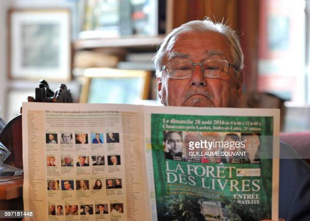 Prince Henrik de Danemark reads a magazine during the 21th book fair La Foret Des Livres on August 28 2016 in ChanceauxprèsLoches central France /...