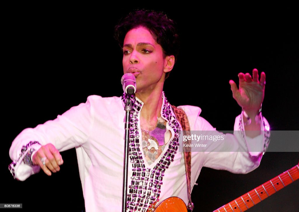 prince-performs-during-day-2-of-the-coachella-valley-music-and-arts-picture-id80878336