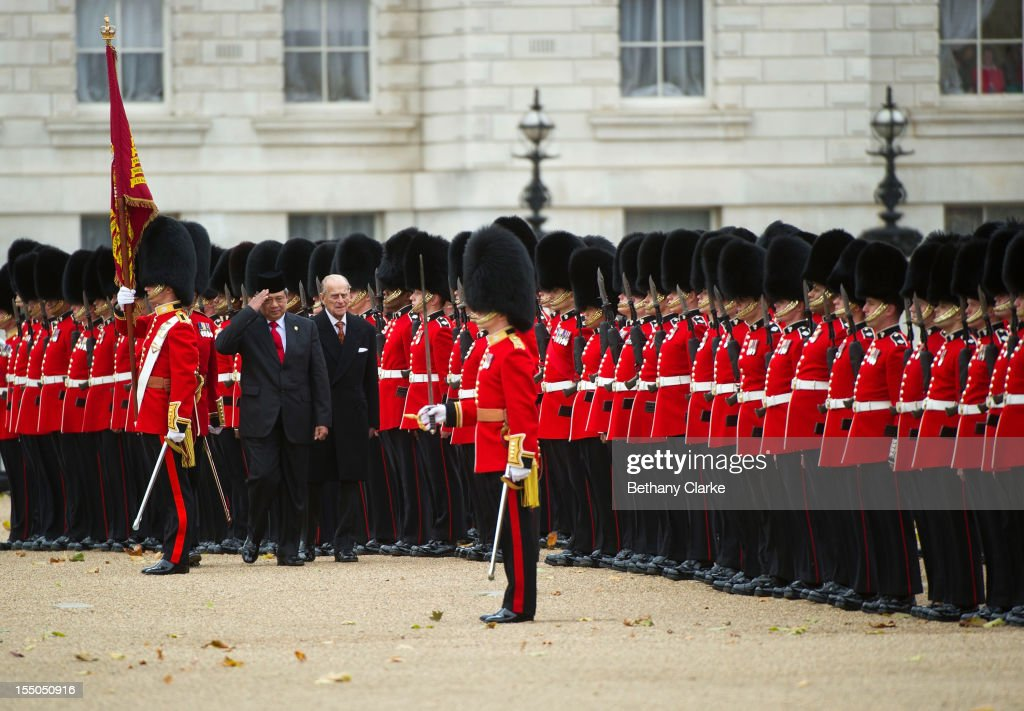 <a gi-track='captionPersonalityLinkClicked' href=/galleries/search?phrase=Prince+Philip&family=editorial&specificpeople=92394 ng-click='$event.stopPropagation()'>Prince Philip</a>, Duke of Edinburgh and <a gi-track='captionPersonalityLinkClicked' href=/galleries/search?phrase=Susilo+Bambang+Yudhoyono&family=editorial&specificpeople=206513 ng-click='$event.stopPropagation()'>Susilo Bambang Yudhoyono</a>, President of the Republic of Indonesia inspect the Guard of Honour during the Ceremonial Welcome ceremony for him and the President's wife on October 31, 2012 in London, England. During President Yudhoyono and his wife's three day State Visit to the UK they will stay in Buckingham Palace and meet with members of the Royal Family, Prime Minister David Cameron and lay a wreath at the Grave of the Unknown Warrior in Westminster Abbey.