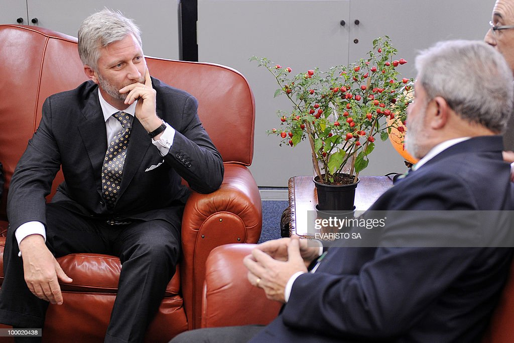 Prince Philippe of Belgium (L) and Brazilian President Luiz Inacio Lula da Silva hold a meeting in Brasilia, on May 20, 2010. Prince Philippe is on a three-day visit to Brazil. AFP PHOTO/Evaristo SA