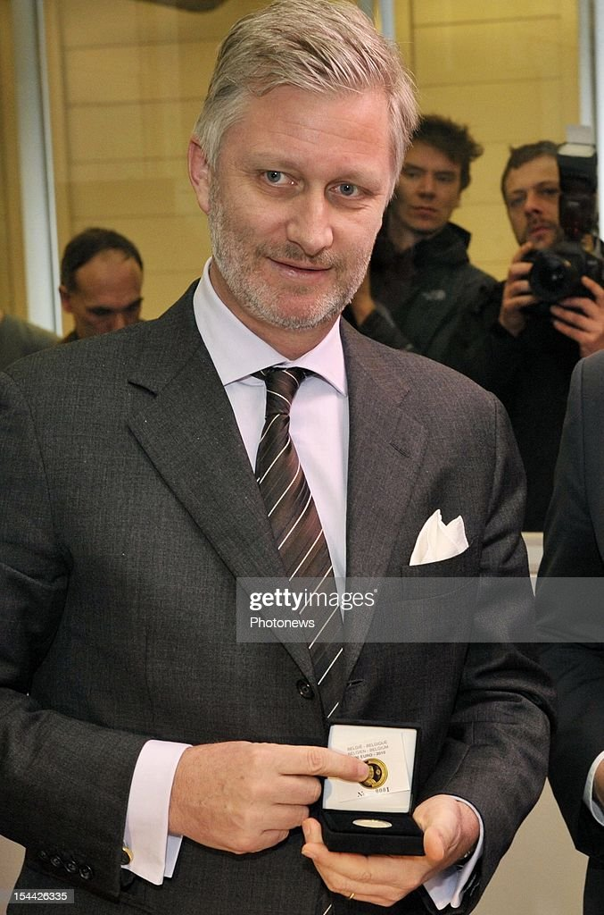 Prince Philippe of Belgium attends the minting of the first gold coin of 100 û at his 50th birthday.