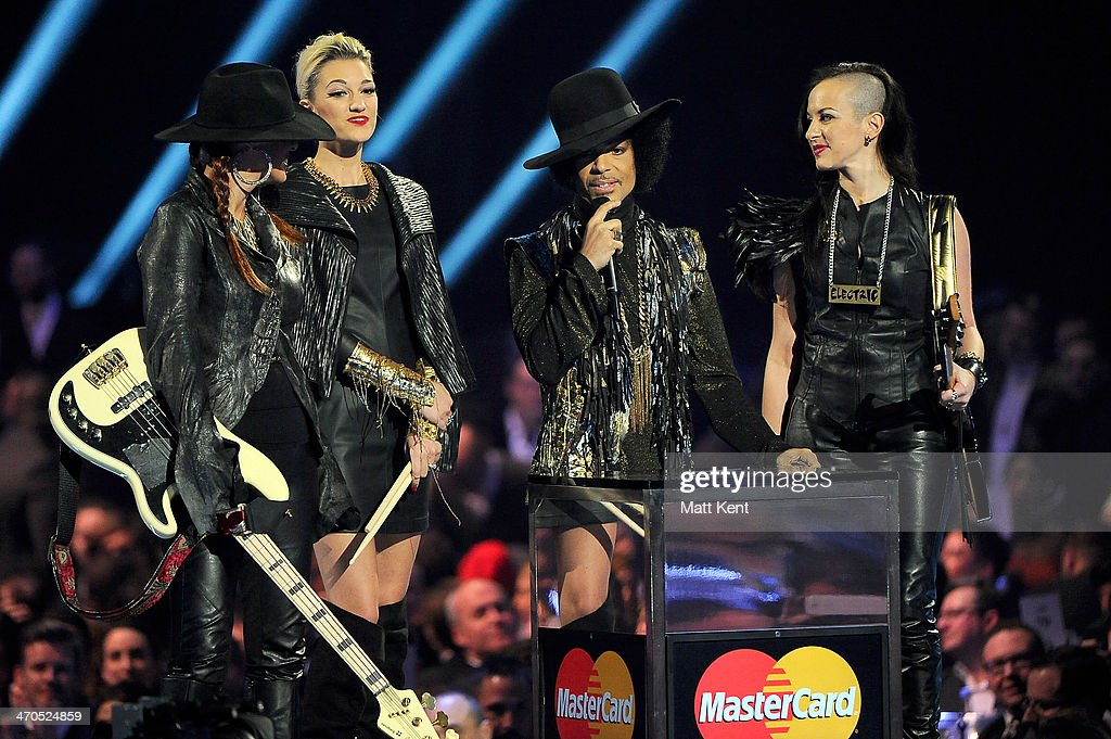 <a gi-track='captionPersonalityLinkClicked' href=/galleries/search?phrase=Prince+-+Musician&family=editorial&specificpeople=203048 ng-click='$event.stopPropagation()'>Prince</a> presents the award for British Female Solo Artist at The BRIT Awards 2014 at 02 Arena on February 19, 2014 in London, England.