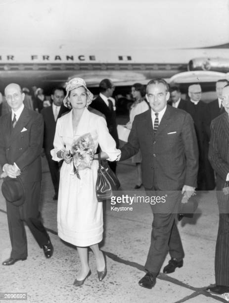 Prince Rainier and Grace Kelly arriving at Rome Airport on a private visit during which they are to see Pope Giovanni XXIII and the Italian President...