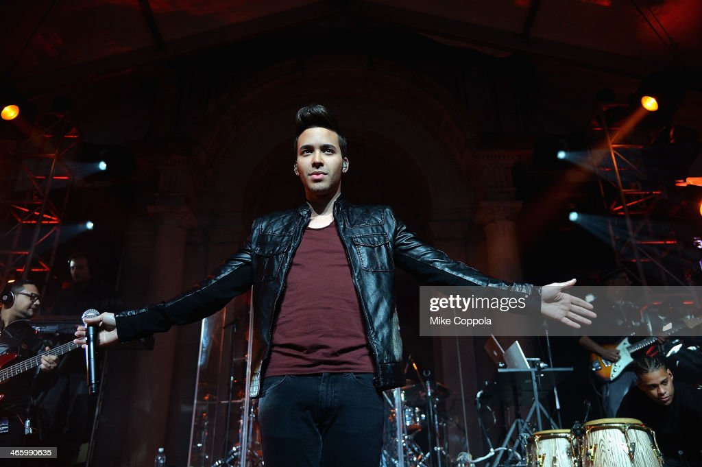 <a gi-track='captionPersonalityLinkClicked' href=/galleries/search?phrase=Prince+Royce&family=editorial&specificpeople=6918529 ng-click='$event.stopPropagation()'>Prince Royce</a> and Pepsi gets fans Hyped for Halftime with #PEPCITY performance at Bryant Park on January 30, 2014 in New York City.