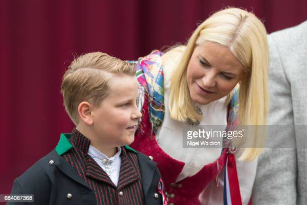Prince Sverre Magnus of Norway Princess Mette Marit of Norway greet the children in the parade at their home Skaugum on Norway's National Day on May...