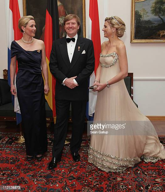 Prince WillemAlexander of the Netherlands Princess Maxima of the Netherlands and German First Lady Bettina Wulff attend a state banquet given in...