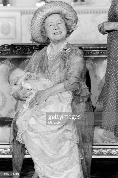 Prince William Collection 1982 Queen Mother with great grandson William in 1982 pw21sta