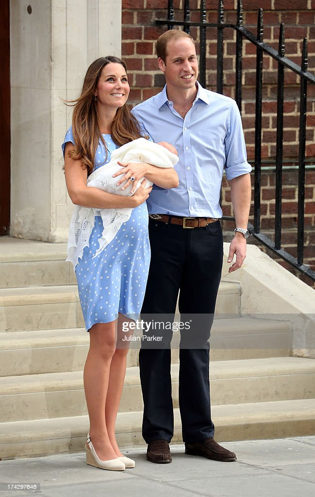 Prince William, Duke of Cambridge and <a gi-track='captionPersonalityLinkClicked' href=/galleries/search?phrase=Catherine+-+Duquesa+de+Cambridge&family=editorial&specificpeople=542588 ng-click='$event.stopPropagation()'>Catherine</a>, Duchess of Cambridge depart The Lindo Wing with their newborn Son at St Mary's Hospital on July 23, 2013 in London, England.