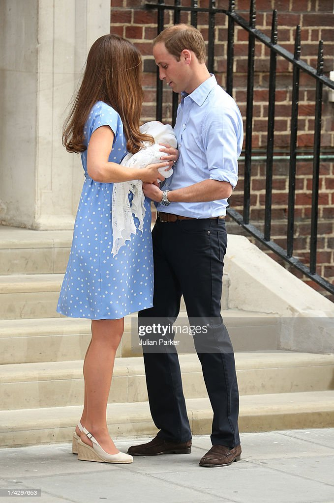 Prince William, Duke of Cambridge and <a gi-track='captionPersonalityLinkClicked' href=/galleries/search?phrase=Catherine+-+Duchesse+de+Cambridge&family=editorial&specificpeople=542588 ng-click='$event.stopPropagation()'>Catherine</a>, Duchess of Cambridge depart The Lindo Wing with their newborn Son at St Mary's Hospital on July 23, 2013 in London, England.