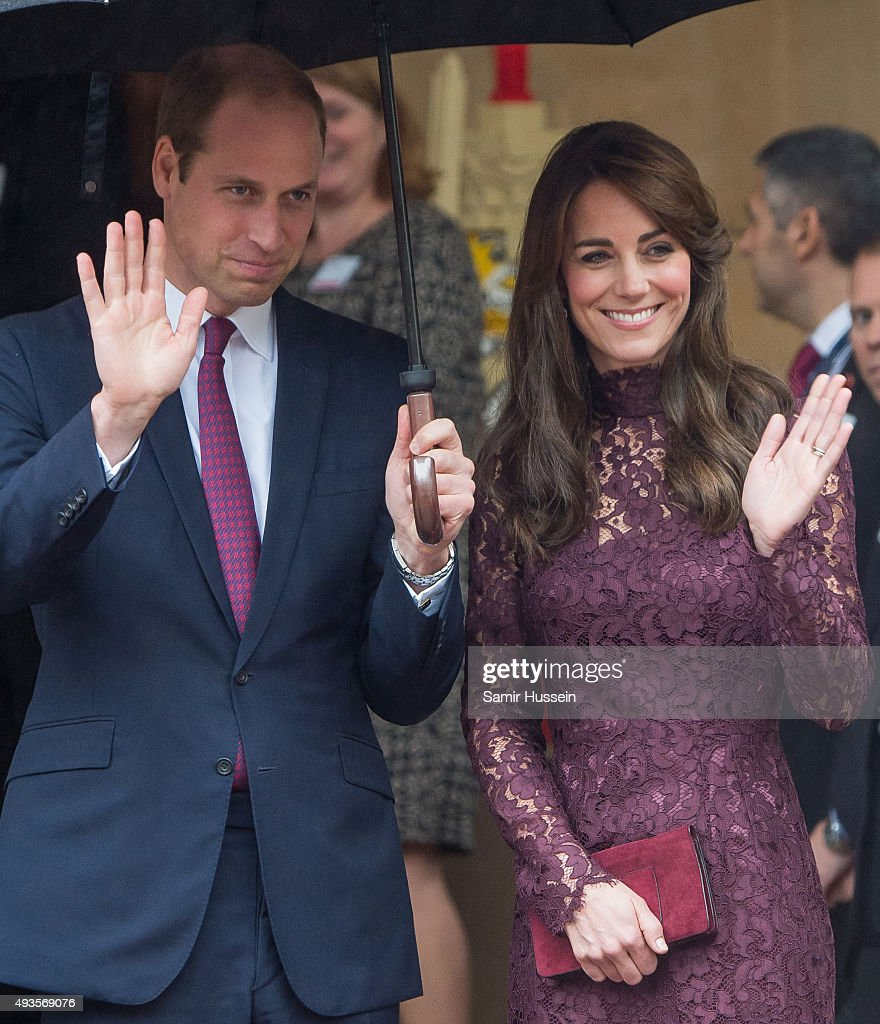 Prince William, Duke of Cambridge and Catherine, Duchess of Cambridge wave as Chinese President Xi Jinping and Peng Liyuan leave a creative industry event to celebrate cultural collaboration between the UK and China at Lancaster House on October 21, 2015 in London, England.