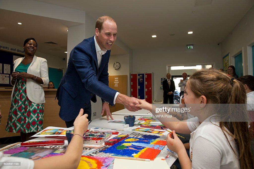 prince-william-duke-of-cambridge-meets-young-people-during-a-painting-picture-id605691198