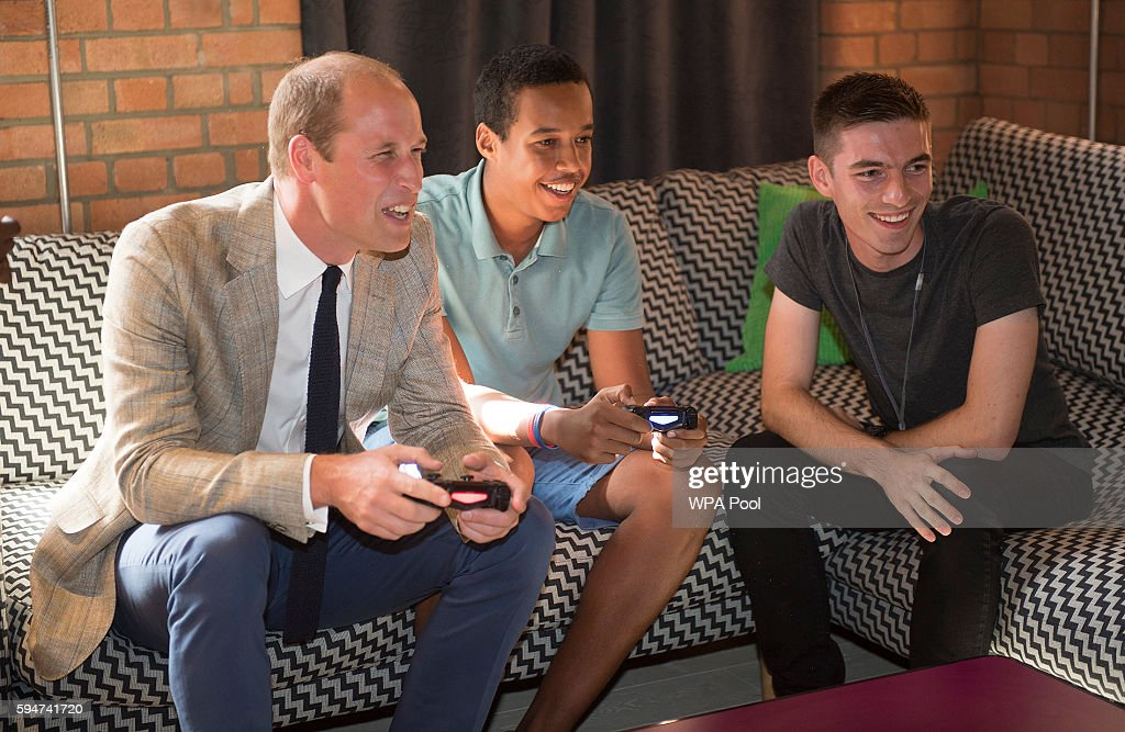 Prince William Duke of Cambridge plays a computer game during a visit to Youthscape on August 24 2016 in Luton England The Duke and Duchess visited...