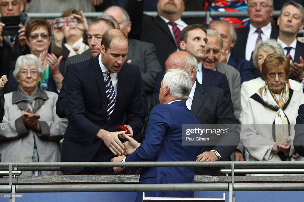 prince-william-duke-of-cambridge-shakes-hands-with-alan-pardew-of-picture-id533269686