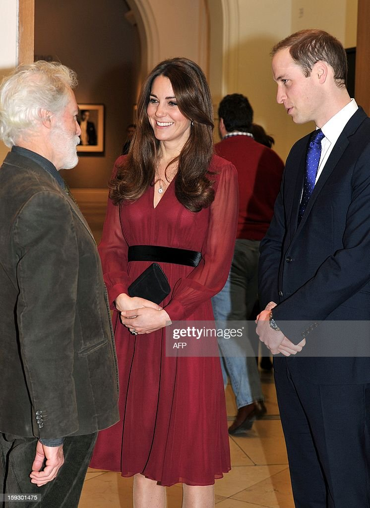 Prince WIlliam, The Duke of Cambridge (R) and his wife Catherine, The Duchess of Cambridge (C) speak with British artist Paul Emsley after viewing his portrait of the duchess at the National Portrait Gallery in central London on January 11, 2013. This is the first official portrait of the Duchess and was completed after two sittings at the artist's studio and Kensington Palace. AFP PHOTO/POOL/John Stillwell
