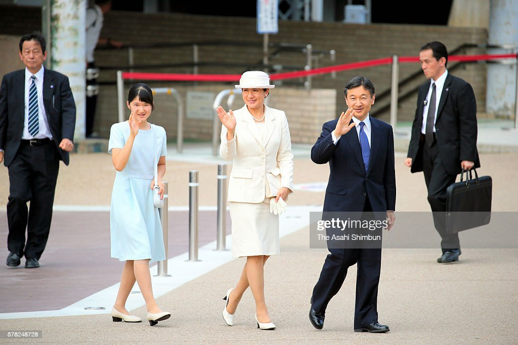 Princess Aiko Crown Princess Masako and Crown Prince Naruhito wave to wellwishers on arrival at Kashihara Jingu Station after visiting the the...