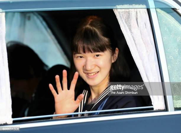 Princess Aiko waves to media reporters on arrival at the Imperial Palace to meet Emperor and Empress after graduating her junior high school on March...