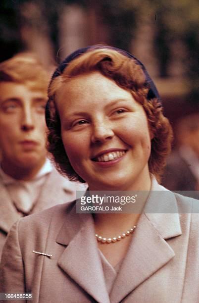Princess Beatrix Of Holland Amsterdam 30 juin 1956 Lors de sa première sortie officielle devant une personne non identifiée la princesse héritière...