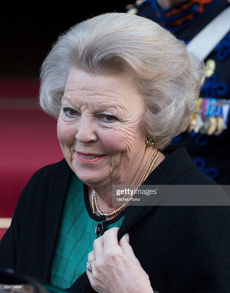 Princess Beatrix of The Netherlands arrives to attend the New Year's reception for the diplomatic corps at the Royal Palace on January 13, 2015 in Amsterdam, Netherlands.