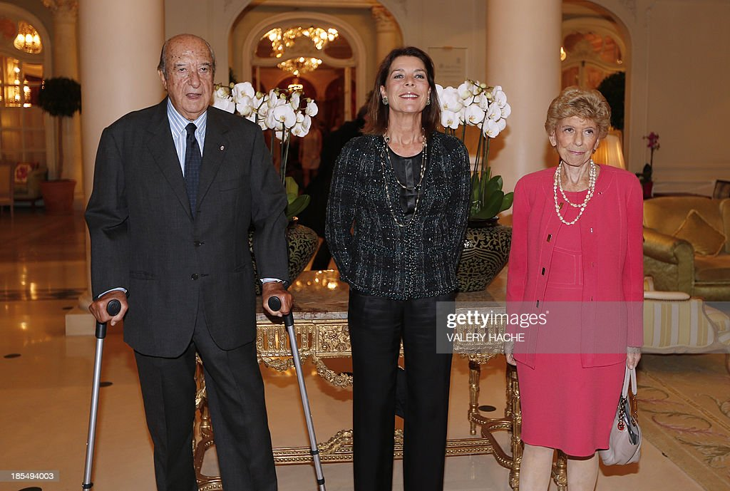 Princess Caroline of Hanover (C) poses with a Turkish-Monegasque banker Enrico Braggiotti (L) and French historian and permanent secretary of the Academie Francaise Helene Carrere d'Encausse (R) during the conference 'La Russie à lheure Vladimir Poutine' (Russia at Vladimir Putin's Time), on October 21, 2013 in Monaco. AFP PHOTO / VALERY HACHE