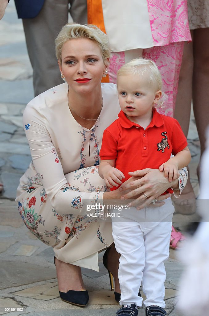 Princess Charlene of Monaco holds Prince Jacques, the heir apparent to the Monegasque throne during the traditional Monaco's picnic, on September 10, 2015 at Monaco. / AFP / POOL / VALERY