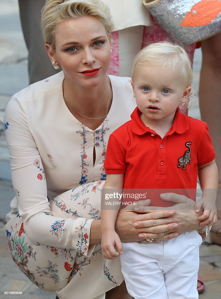 Princess Charlene of Monaco holds Prince Jacques, the heir apparent to the Monegasque throne during the traditional Monaco's picnic, on September 10, 2015 at Monaco. / AFP / VALERY
