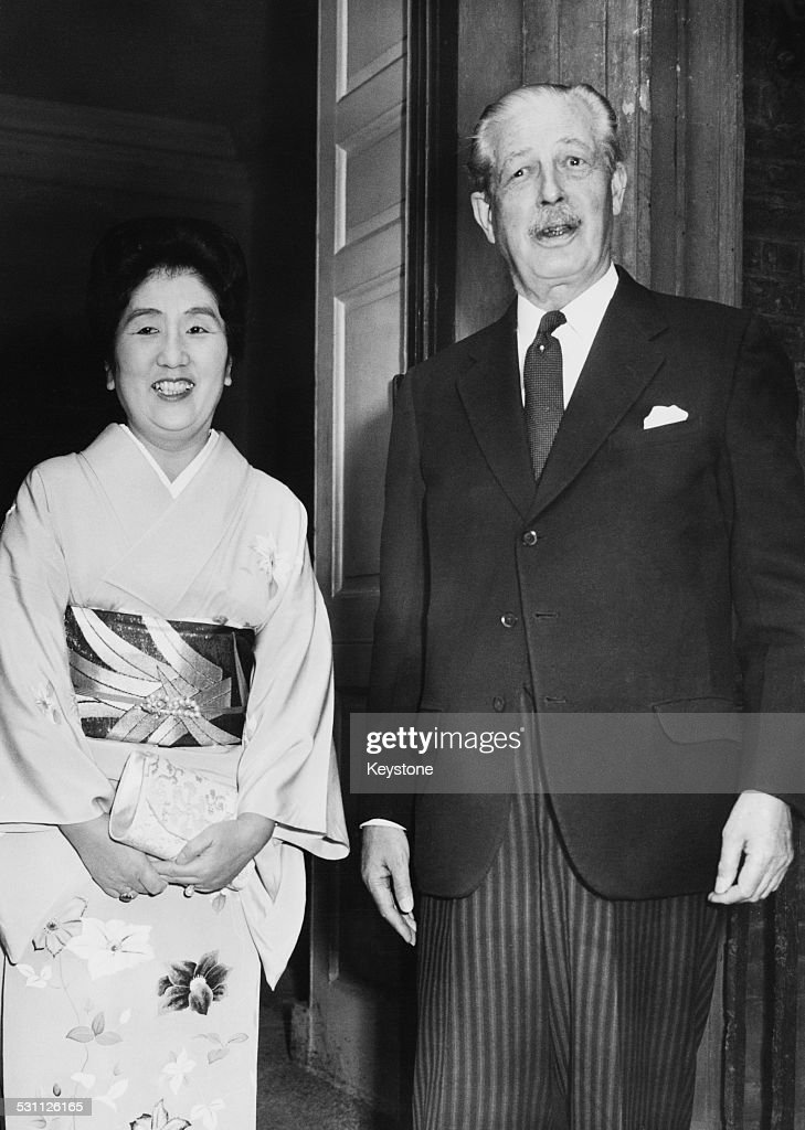 Princess Chichibu (1909 - 1995), sister-in-law of Emperor Hirohito of Japan, visits British Prime Minister <a gi-track='captionPersonalityLinkClicked' href=/galleries/search?phrase=Harold+Macmillan&family=editorial&specificpeople=201465 ng-click='$event.stopPropagation()'>Harold Macmillan</a> (1894 - 1986) for lunch at Admiralty House in London, 24th July 1962. The Princess is on the second day of a week's official visit to the UK.